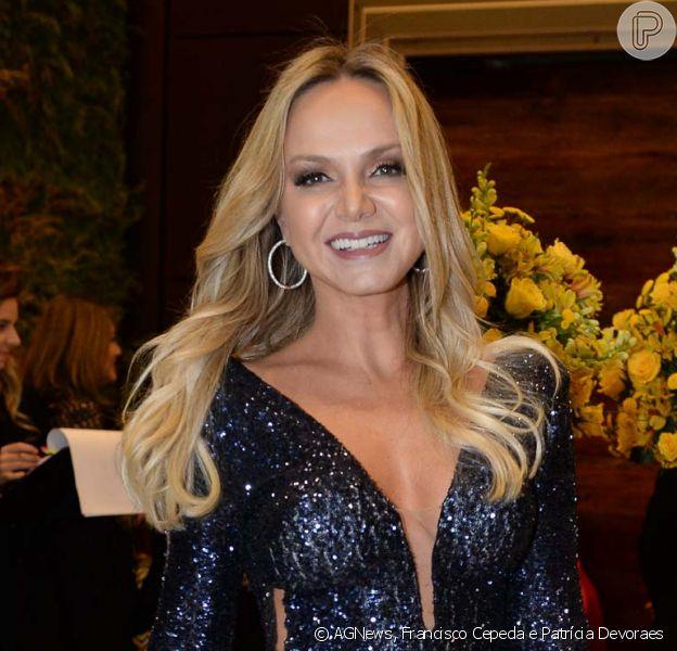 Eliana usa vestido longo com brilhos no casamento de Beca Milano e Fernando Pelégio, em São Paulo, em 6 de outubro de 2018
