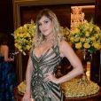 Livia Andrade usa vestido Leticia Manzan no casamento da chef Beca Milano e do diretor Fernando Pelegio