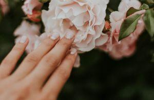 Saiba como disfarçar as unhas quebradas com truques: 'Pedaço de papel higiênico'