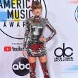 Taylor Swift apostou na pegada futurista com vestido Balmain