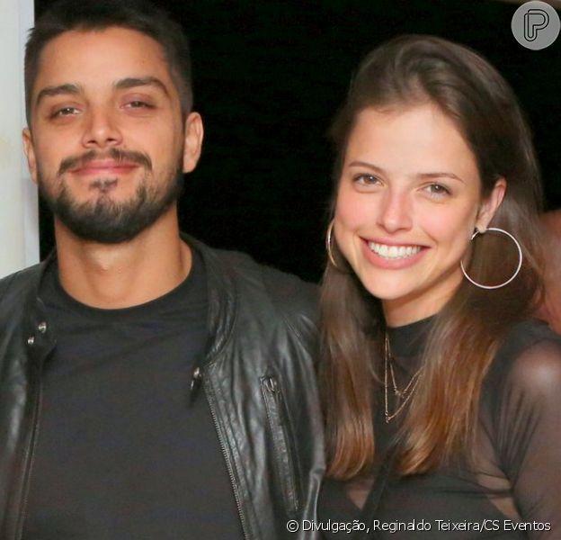 Agatha Moreira viaja a Fernando de Noronha com Rodrigo Simas e família, como mostrou a mãe do ator em foto postada nessa quarta-feira, dia 10 de outubro de 2018