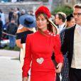 Convidada de vestido vermelho no casamento real