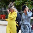 Os looks mídi são escolhas das convidadas para o casamento real