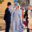 A modelo e atriz Poppy Delevigne escolheu um modelo azul de Oscar de La Renta para a cerimônia