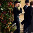 Cara Delevigne escolheu um look masculino para a cerimônia: fraque a chapéu