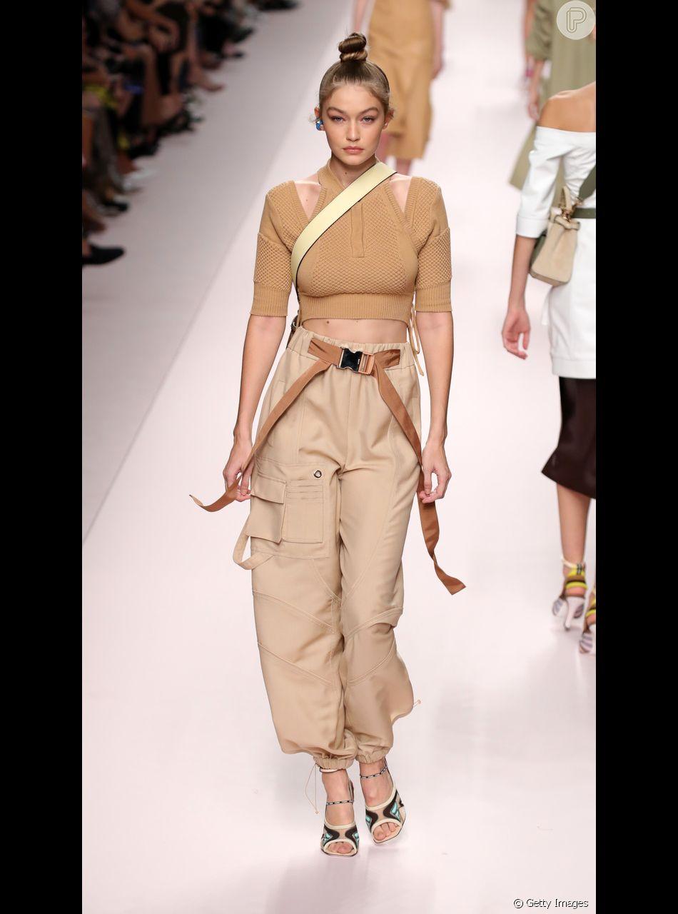 Tem Na Web - Diretamente dos anos 90, calça cargo é tendência outra vez!