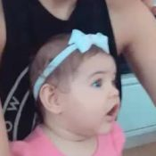 José Loreto mostra filha, Bella, com roupa de Débora Nascimento quando bebê