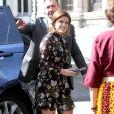 Fashionista: a Princesa Eugenie já até surgiu com um look fashionista e moderninho, com mini dress e botar over knee