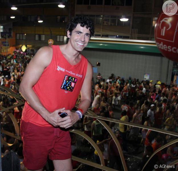 Depois de enfrentar batalha contra o câncer, Reynaldo Gianecchini curte seu primeiro Carnaval em 2013