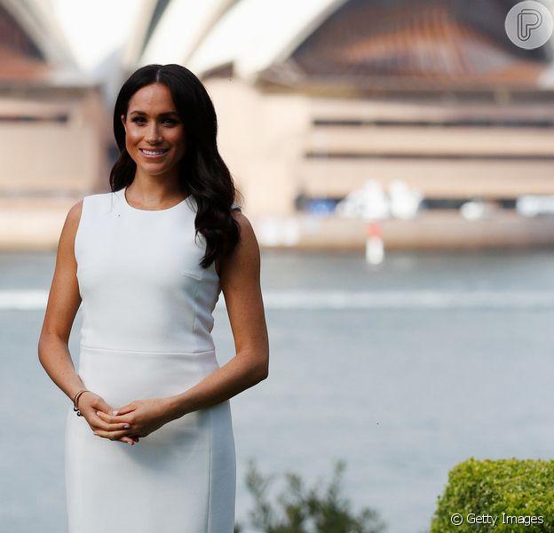 Meghan Markle exibiu uma discreta barriguinha de gravidez em visita à Austrália nesta segunda-feira, 15 de outubro de 2018