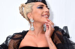 Lady Gaga exibe anel de noivado de R$ 1,5 milhão com seu agente Christian Carino