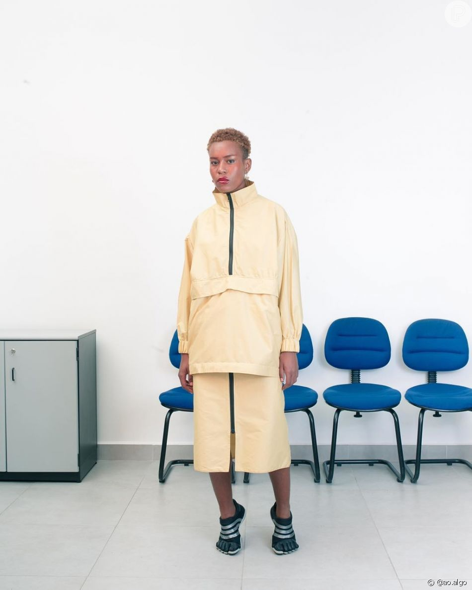 b560f13390653 A ÃO é uma marca de roupas unissex, criada no início de 2017 pela estilista  e figurinista Marina Dalgalarrondo. O desfile acontecerá no dia 24 de  outubro