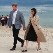 Meghan Markle usa sapatilha e repete sobretudo ao visitar praia na Austrália