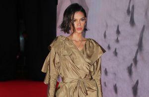 Mini-vestido, bota de glitter e wet hair: Marquezine brilha em evento de moda