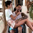 Bruna Marquezine mima Neymar, de cadeira de rodas, na mansão do jogador em Mangaratiba, Costa Verde do Rio de Janeiro