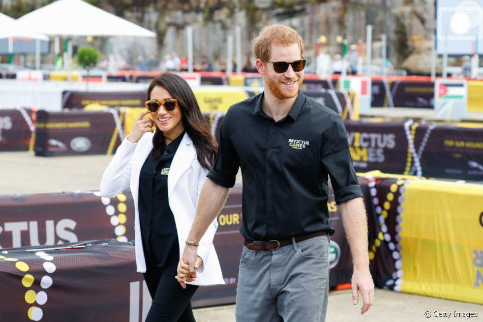 Meghan Markle e Príncipe Harry chegaram usando óculos de sol ao evento em  Sydney 9f1b4b17a4