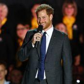 Príncipe Harry faz menção ao filho com Meghan Markle em cerimônia: 'Orgulhoso'