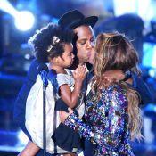 VMA 2014: Beyoncé beija Jay-Z e recebe a filha, Blue Ivy, no palco