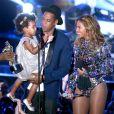 Beyoncé faz uma apresentação de 15 minutos no VMA 2014 e canta todas as músicas de seu álbum visual