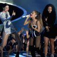 Jessie J, Ariana Grande e Nicki Minaj cantam 'Bang Bang' no início do VMA 2014