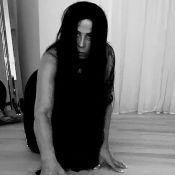 Zilu Camargo recria cena de terror e imita personagem Samara em vídeo. Veja!