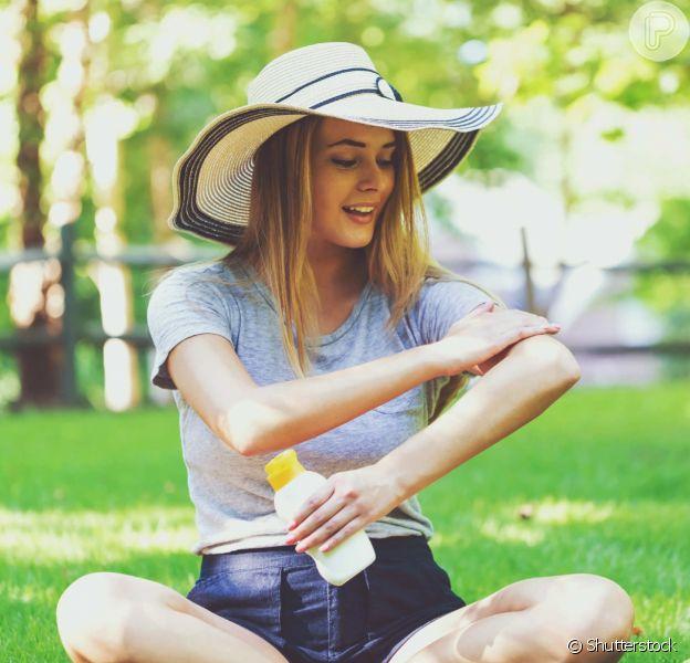 Veja a maneira correta de aplicar protetor solar na pele