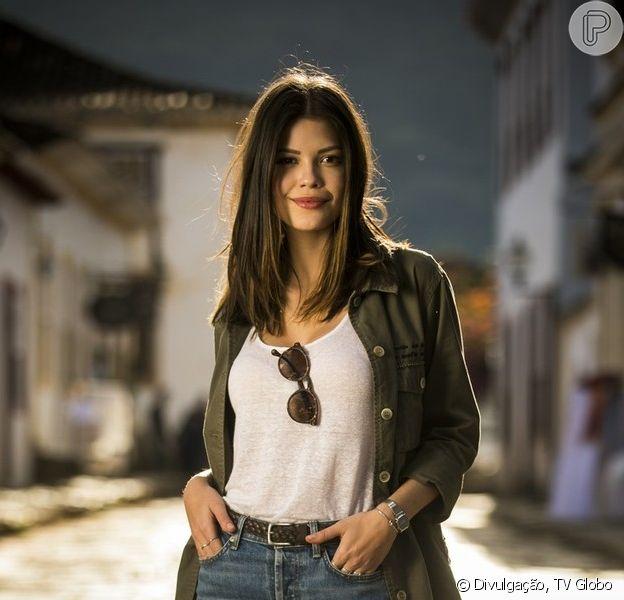 Cris (Vitória Strada) conhece a mãe de Danilo (Rafael Cardoso) na novela 'Espelho da Vida'