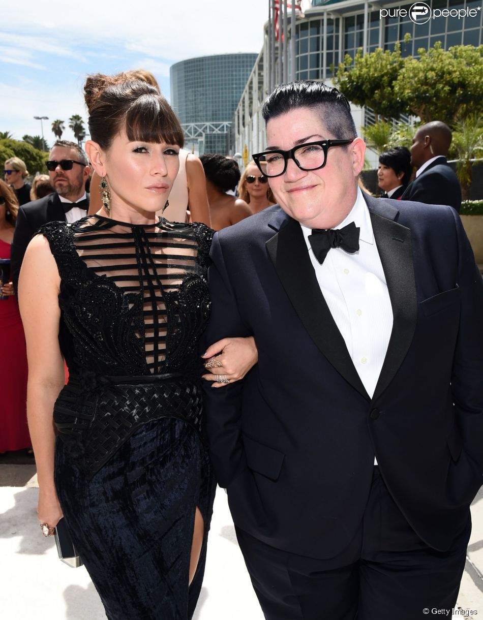 Lea DeLaria, de 'Orange is the new black', usa smoking no prêmio Emmy