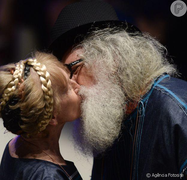 Diversidade e sustentabilidade na passarela do SPFW: beijaço no desfile de Ronaldo Fraga