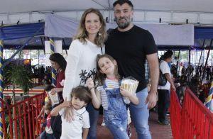 Noite em família: Fernanda Rodrigues se diverte com marido e filhos em circo