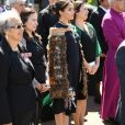 De acordo com porta-voz local, o traje dado a Meghan Markle é inspirado nas cores do brasão de Sussex
