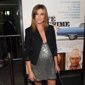 Jennifer Aniston levanta suspeita de gravidez na première de seu novo filme