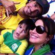 Matheus com seus pais, Juliana Knust e Gustavo Machado, na maior torcida pelo Brasil na Copa do Mundo. Não foi dessa vez que o pequeno viu o Brasil ser hexa...