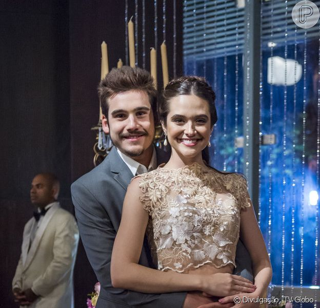 Samuca (Nicolas Prattes) e Marocas (Juliana Paiva) vão se casar nos próximos capítulos da novela 'O Tempo Não Para'. No altar, o empresário troca declarações de amor com a estilista. 'Antes mesmo de ele sonhar em existir, eu já sonhava com ele', se derrete a ex-congelada