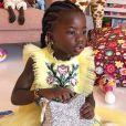 Em seu aniversário de 5 anos, Títi apostou em um vestido amarelo de tule da marca Dolce & Gabbana