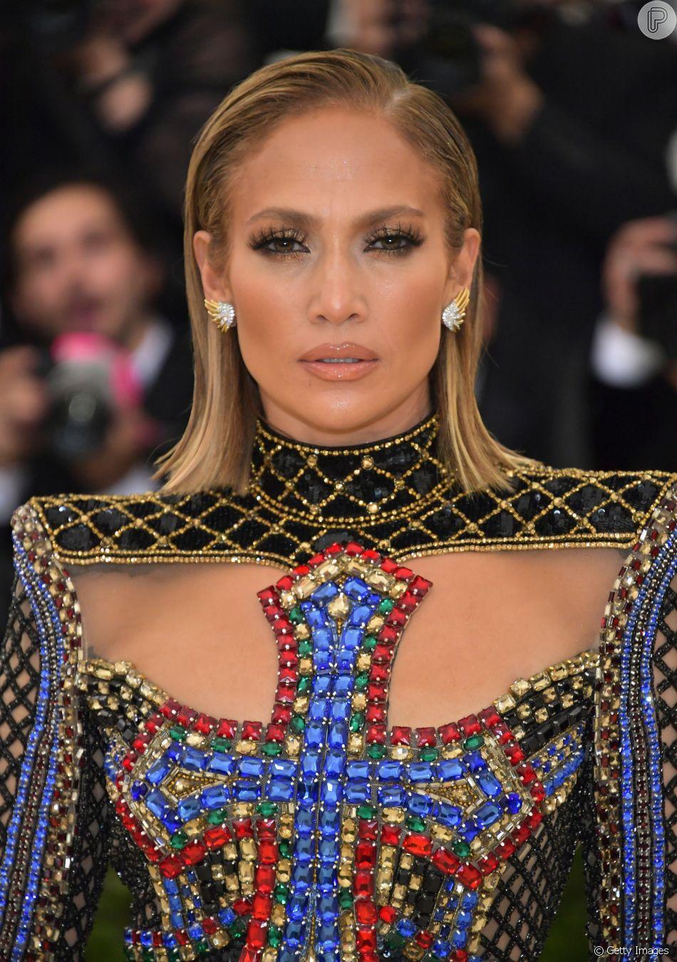 Jennifer Lopez apostou na tendência wet hair no Met Gala 2018 ... a5d935836e