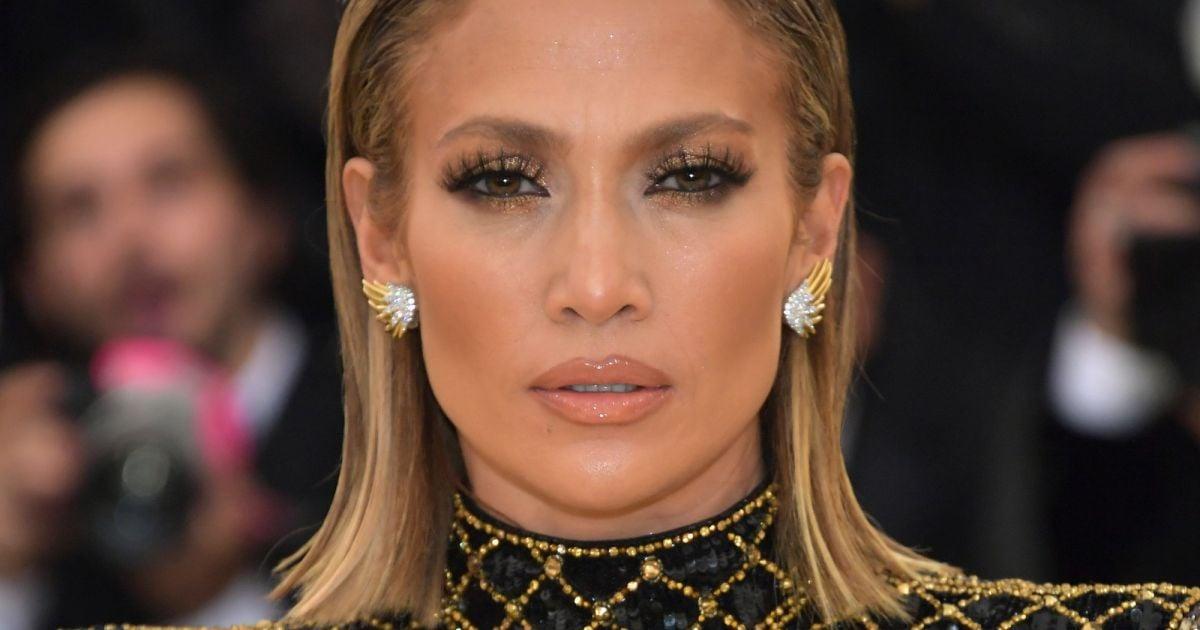 Jennifer Lopez apostou na tendência wet hair no Met Gala 2018 - Purepeople 5bbb5b4715