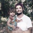 Bruno Gissoni pergunta sobre semelhança para filha e reação dela encanta. Vídeo!