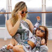 Thyane Dantas e filha, Ysis, usam looks com estampa artística: 'Sintonia grande'