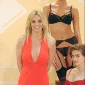 Decotada e solteira, Britney Spears lança linha de lingeries na NYFW