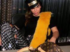Com look grifado, Anitta é clicada por Madonna e a elogia: 'Melhor fotógrafa'