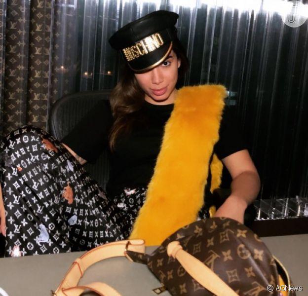Com look grifado, Anitta é clicada por Madonna e a elogia como fotógrafa nesta sexta-feira, dia 07 de dezembro de 2018