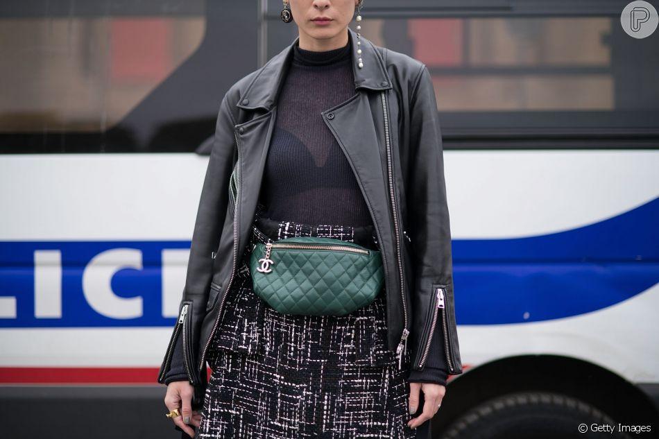 Pochete matelassê: um clássico da Chanel.