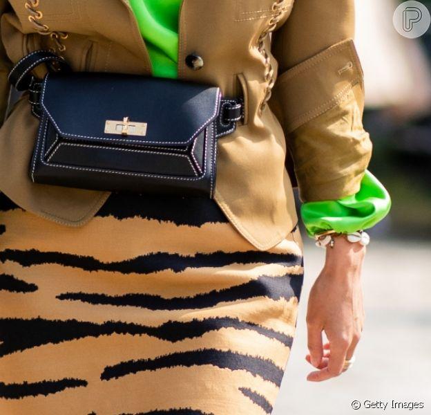 Pochete pra arrematar o mix de tendências: neon e animal print