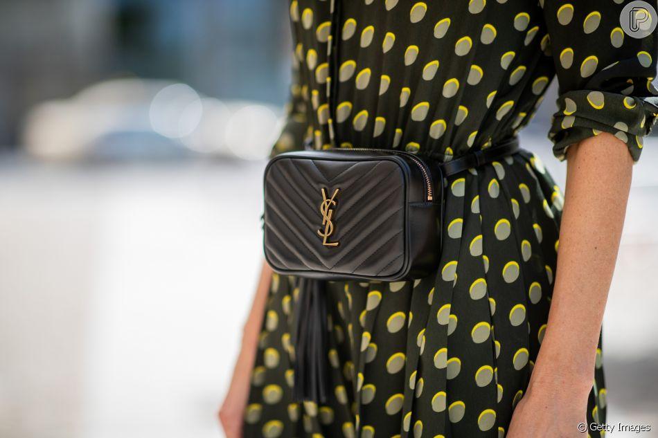 A pretinha nada básica com logo tendência de Yves Saint Laurent