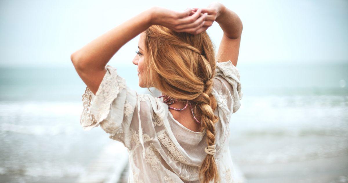 Cabelo estiloso no verão  5 penteados para usar na praia - Purepeople 8561ebad5a0