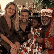 Filha de Ewbank e Gagliasso festeja Natal e conhece Papai Noel negro: 'Amor'