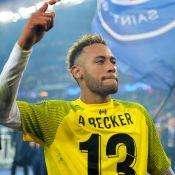 Neymar é visto abraçado e com conversa ao pé do ouvido de morena em festa. Veja!
