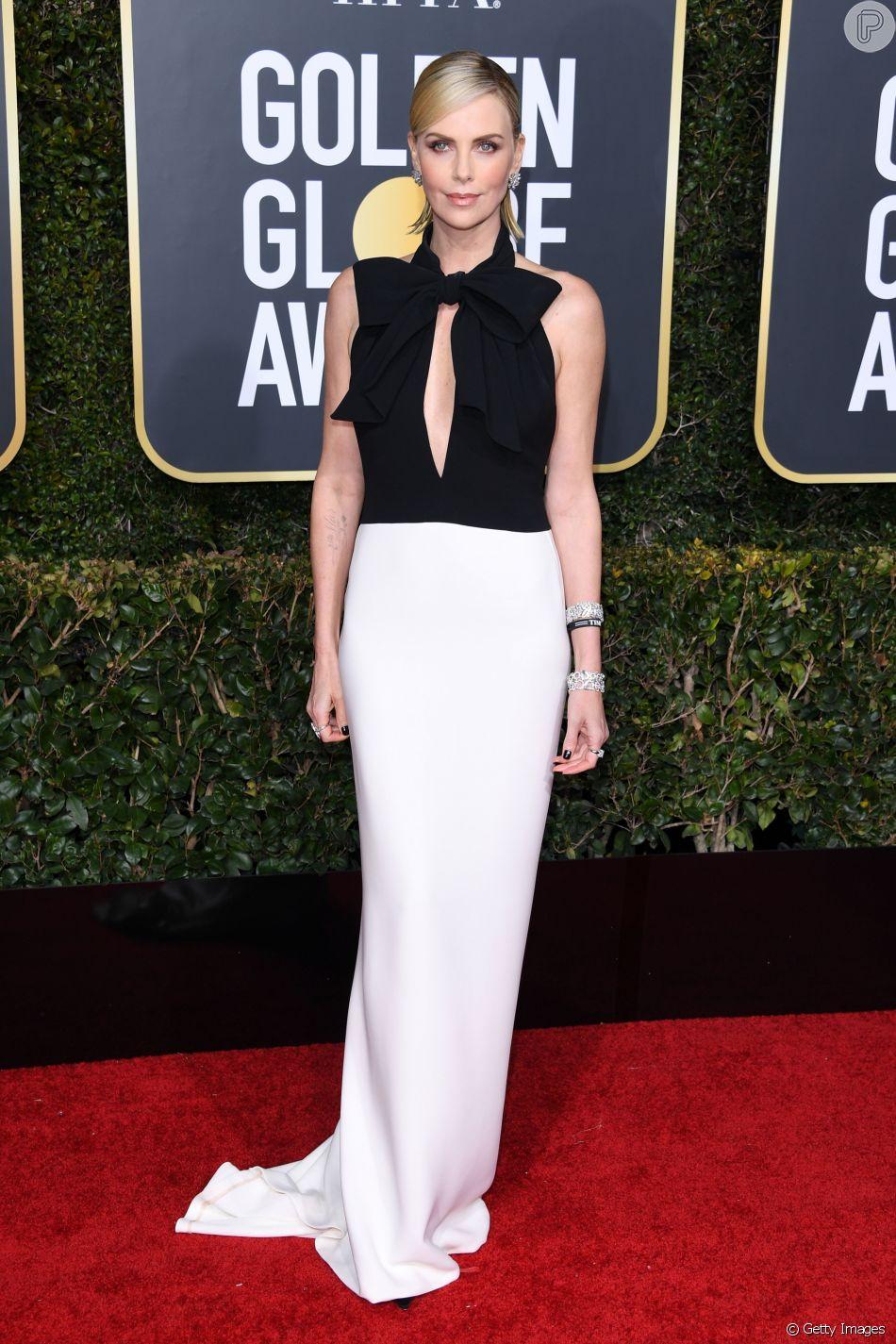 Trend minimalista marca presença no tapete vermelho:  Charlize Theron