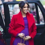Grávida de 6 meses, Meghan Markle combina vermelho e roxo em look para evento